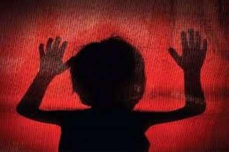 स्कूल वैन में तीन साल की बच्ची से क्लीनर ने की अश्लील हरकत
