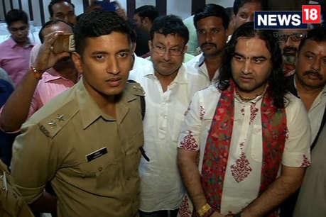 SC/ST एक्ट का विरोध कर रहे कथावाचक देवकी नंदन ठाकुर गिरफ्तार, थोड़ी देर बाद रिहा