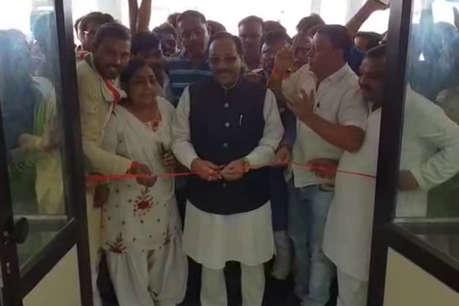 CM को करना था लोकार्पण, कांग्रेस सांसद ने एक दिन पहले ही काट दिया फीता