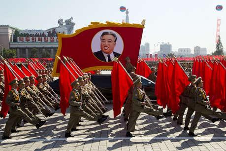 नॉर्थ कोरिया ने 70वीं सालगिरह पर निकाली सैन्य परेड, नहीं दिखाया सबसे ताकतवर हथियार