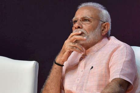 गिरते रुपये को थामने में जुटी केंद्र सरकार, PM मोदी ने बुलाई अधिकारियों की मीटिंग