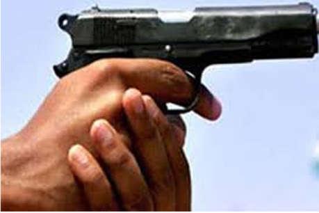 कैश से भरा बैग नहीं लूटने पाए बदमाश तो बैंक मैनेजर और ड्राइवर को मारी गोली