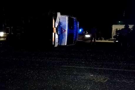 जालौन: बस और ट्रक की जोरदार टक्कर, एक दर्जन से अधिक यात्री घायल