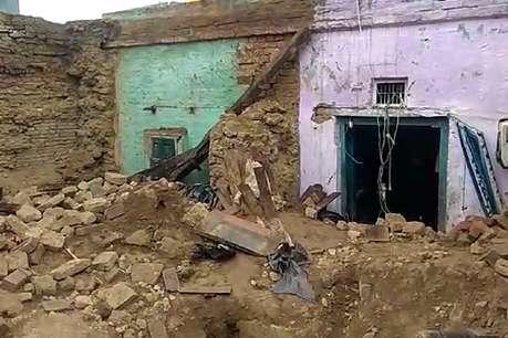 ग्रेटर नोएडा: भारी बारिश के चलते गिरा कच्चा मकान, एक महिला की मौत