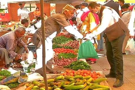 भारी बारिश के चलते सब्जियां हुई महंगी, 120 रुपये किलो बिका मटर