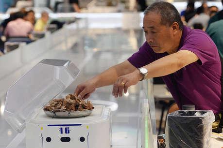 अब होटलों में खाना परोसेगा 'अलीबाबा' का रोबोट