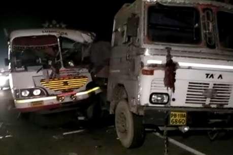 खड़े ट्रॉले में घुसी पंजाब रोडवेज की बस, एक की मौत, छह घायल