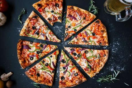 मुंह में घुल जाने वाले चीज़ से बना हेल्दी पिज़्ज़ा बनाना चाहते हैं तो इन #YouTubers से सीखें