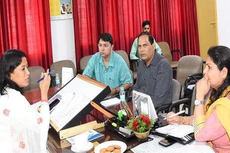 शुक्रवार को CM बांटेंगे 'महिला सुरक्षा बटन', रेखा आर्य ने की तैयारियों की समीक्षा
