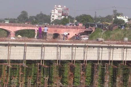 जायरीनों के लिए परेशानी का सबब बना पिरान कलियर में बन रहा पुल