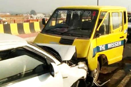 स्कूल वैन और कार की टक्कर, तीन छात्र व चालक घायल