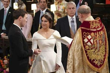 ब्रिटिश राजकुमारी यूजिनी ने की शादी, 'V' शेप की ड्रेस पहनी ताकि घाव का निशान दिख सके