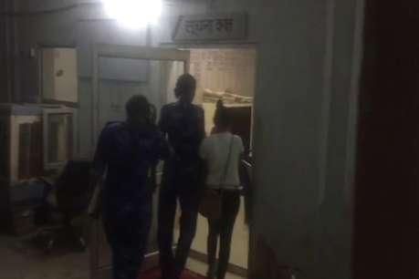 दोस्त के साथ स्मैक पी रही लड़की को पुलिस ने किया गिरफ्तार, लड़का फरार