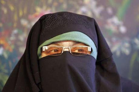 आसिया अंद्राबी, सोफी फहमीदा और नाहिदा नसरीन के खिलाफ प्रोडक्शन वारंट