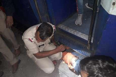 मथुरा: ट्रेन और प्लेटफॉर्म के बीच में फंसा युवक, हर पल सामने दिखी 'मौत'