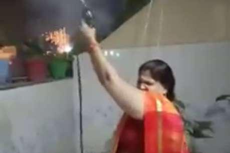 मथुरा की बीजेपी पार्षद ने जमकर की हर्ष फायरिंग, वीडियो वायरल