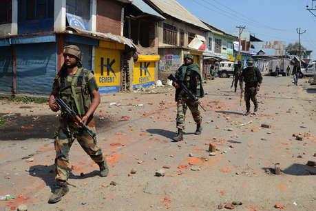 जम्मू-कश्मीर के पुलवामा जिले में सुरक्षा बलों के साथ मुठभेड़ में जैश आतंकवादी ढेर