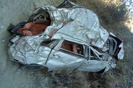 शिमला में खाई में गिरी कार, 4 सवारों की मौत, 2 घायल