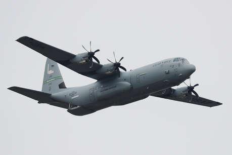 जापान में ईंधन भरने के दौरान अमेरिकी विमान दुर्घटनाग्रस्त, 6 नौसैनिक लापता