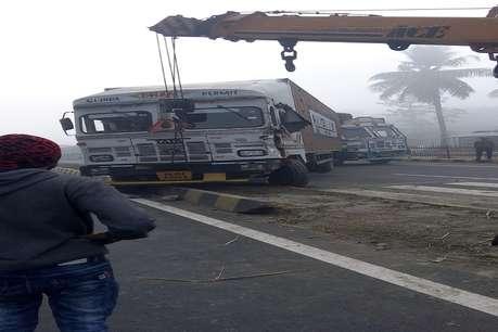 घने कोहरे के कारण आपस में टकराईं दर्जनों गाड़ियां, एक की मौत, 19 घायल