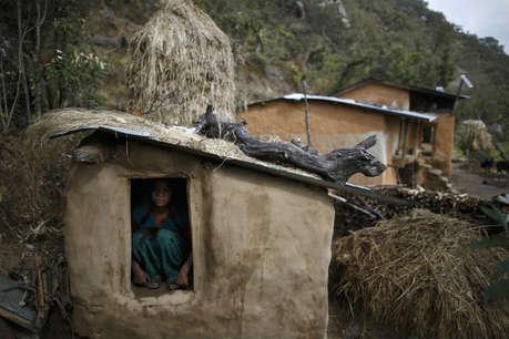 पीरियड्स में महिला को बिना खिड़की वाली झोपड़ी में भेजा, आग लगने से मौत