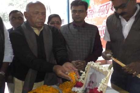 पूर्व विधायक दीनानाथ पांडेय को राष्ट्रीय सम्मान ना दिए जाने से गुस्साए सरयू राय