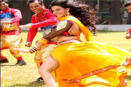 Bhojpuri एक्ट्रेस अक्षरा सिंह के कार्यक्रम में पथराव, कई लोग घायल