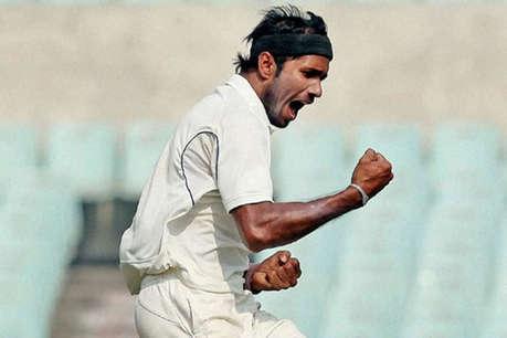 गेंदबाज अशोक डिंडा के सिर पर लगी गेंद, अस्पताल में कराया गया भर्ती