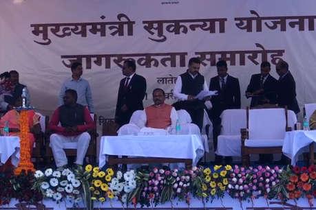 चुनाव आते ही मेढ़क की तरह टर्र- टर्र करने लगे हैं नेता: सीएम रघुवर दास