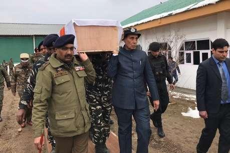 पुलवामा हमला: गृहमंत्री राजनाथ सिंह ने दिया शहीद जवान को कंधा