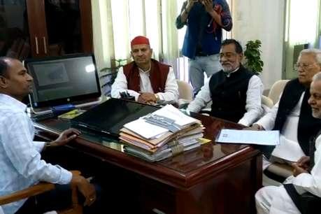 सपा प्रतिनिधिमंडल ने की DGP को हटाने की मांग, मुख्य निर्वाचन अधिकारी को सौंपा ज्ञापन