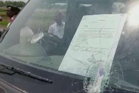 लोकसभा चुनाव 2019 : पश्चिम बंगाल में हिंसा, सांसद की गाड़ी पर पथराव, पेड़ से टंगा मिला बीजेपी कार्यकर्ता का शव