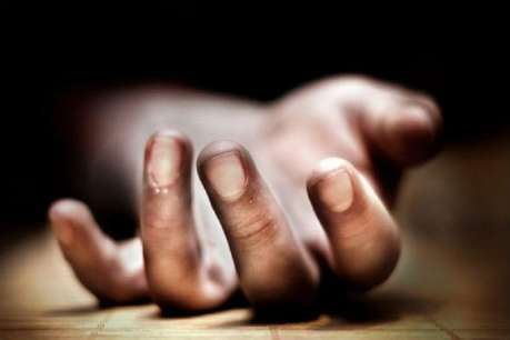 बच्चों के सामने फांसी के फंदे से लटक गई महिला, कमरा खुला तो मां के शव से लिपटे थे मासूम