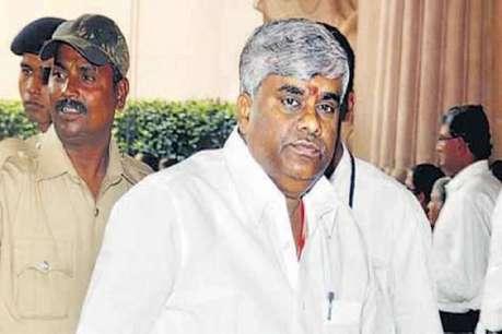कुमारास्वामी के भाई ने साधा IT विभाग पर निशाना, कहा- छापे में दो बोरी चावल ले गए