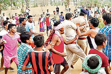 प्रेमी जोड़े को छुड़ाने पर उग्र हुए ग्रामीण, बंधक बनाकर पुलिस को पीटा