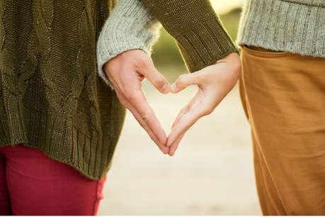 पार्टनर के हाथ पकड़ने का अंदाज बताएगा, शादी करेगा या नहीं