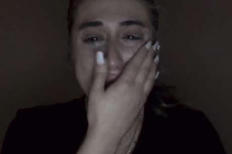 इंस्टाग्राम अकाउंट डिलीट होने पर फूट-फूट कर रोई लड़की, देखें पूरा वीडियो