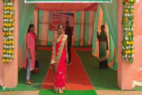 वोटिंग का उत्साह: विदाई से पहले महासमुंद में दुल्हन पहुंची मतदान करने