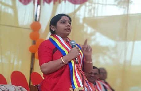 संघमित्रा मौर्य ने लोगों से कहा- मौका मिले किसी दूसरे का वोट भी डाल देना