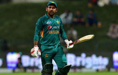 वर्ल्ड कप से पहले इमरान खान से मिले पाकिस्तान के कप्तान सरफराज खान, दिया ये स्पेशल गिफ्ट