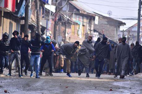J&K: कुपवाड़ा में सुरक्षाबलों और लोगों में झड़प, 7वीं में पढ़ने वाले छात्र की मौत