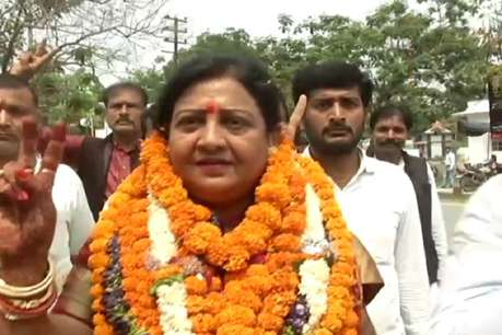 बिहार: वैशाली से LJP प्रत्याशी वीणा देवी का रद्द हो सकता है नामांकन, पढ़ें क्या है वजह