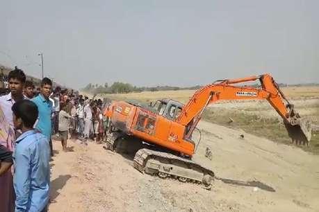 बिहार में टला बड़ा रेल हादसा- पोकलेन मशीन से जा टकराई तेज रफ्तार पैसेंजर ट्रेन