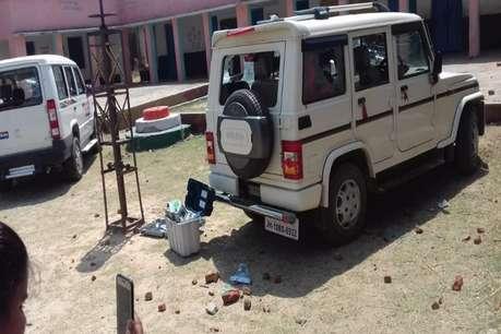 लोकसभा चुनाव : रोहतास में उपद्रवियों ने वीवीपैट और सरकारी गाड़ी को किया क्षतिग्रस्त