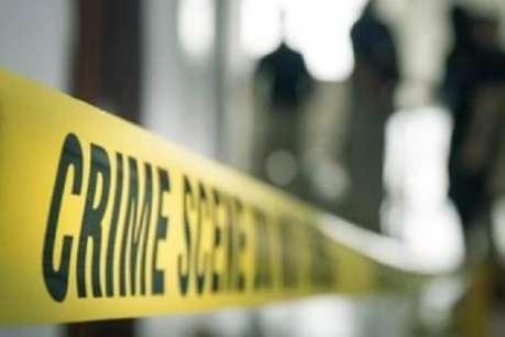 यूपी: बंद फ्लैट से आ रही थी भयंकर बदबू, पुलिस ने ताला तोड़ा तो चौंक गए पड़ोसी