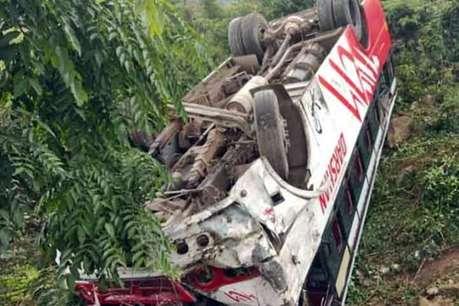 हिमाचल के कांगड़ा में निजी संस्थान के प्रशिक्षुओं से भरी बस खाई में गिरी, 6 घायल
