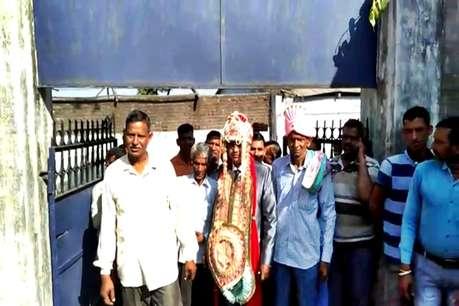 लोकसभा चुनाव 2019: सात फेरों से मतदान कर बोला दूल्हा- पहले देश फिर दुल्हन