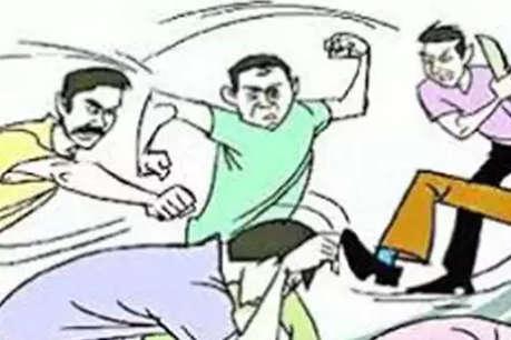 दलित की भव्य बारात व आतिशबाजी से नाराज दबंगों ने किया लाठी और चाकू से हमला