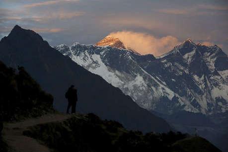 माउंट एवरेस्ट पर लगा ट्रैफिक जाम, 200 से ज्यादा पर्वतारोही पहुंचे