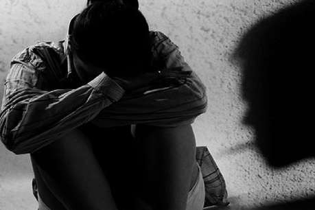एग्जाम में पास कराने के नाम पर छात्राओं का शोषण, प्रिंसिपल तक पहुंचा आरोपी का VIDEO